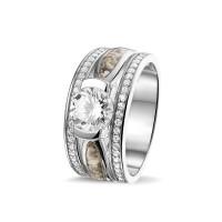 Zilveren ring met twee smalle ruimtes en zirkonia's