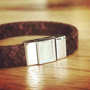 zilveren-lederen-vingerafdruk-armband-rechthoek_sy-bg-008f_seeyou-memorial-jewelry_455_geboortesieraden
