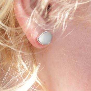 oorstekers-druppel-moedermelk-zilver_mimmie-oorstekers_mimmie-3236-2_geboortesieraden