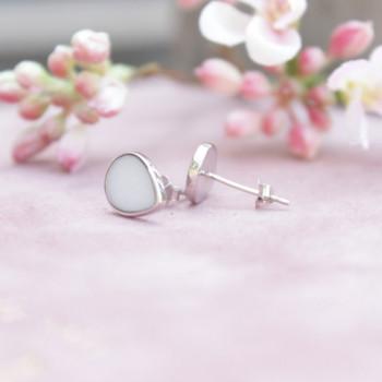 oorstekers-druppel-moedermelk-zilver_mimmie-oorstekers_mimmie-3236_geboortesieraden