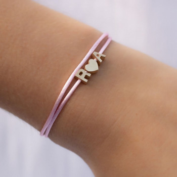 gouden-letter-capital-drie-armband-satijn_jf-capital-letter-collier-drie_justfranky-1098