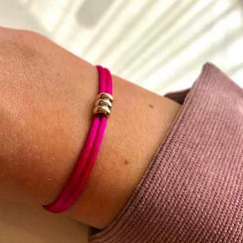 geel-wit-rosegouden-triple-love-bracelet-pink-persoon_jf-iconic-triple-love-bracelet-satin_justfranky